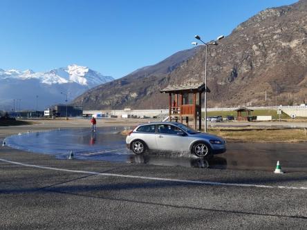 foto corsi guida sicura motoroasi (7)