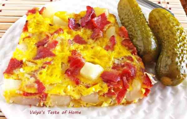 Potatoes-Bacon-Eggs Breakfast Omelet