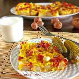 Potatoes-Bacon-Eggs Breakfast Omlet