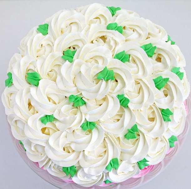 Strawberry Buskvit Cake with Greek Yogurt CreamStrawberry Buskvit Cake with Greek Yogurt Cream
