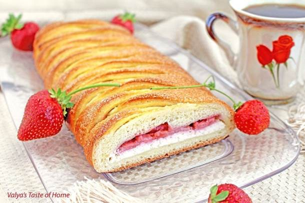 avocado, berries, Breakfast, breakfast burito, brunch, Cinnamon Rolls, crepes, crossandwiches, delicious, eggs, food, healthy recipes, latte, moms day celebration, Mother's Day Brunch Recipe Ideas, muffins, natural bacon, omelette, pancakes, parfaits, pastries, smoothie