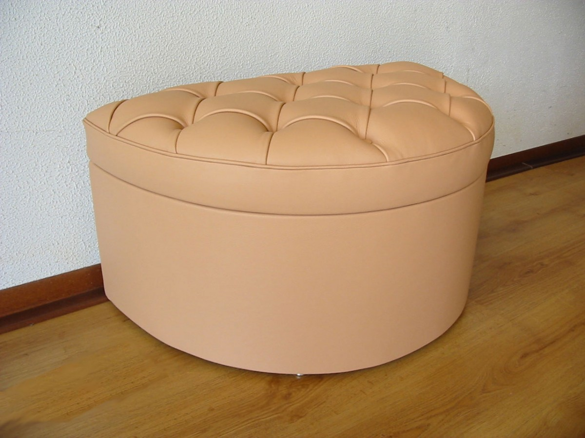 leonardo crescent footstool
