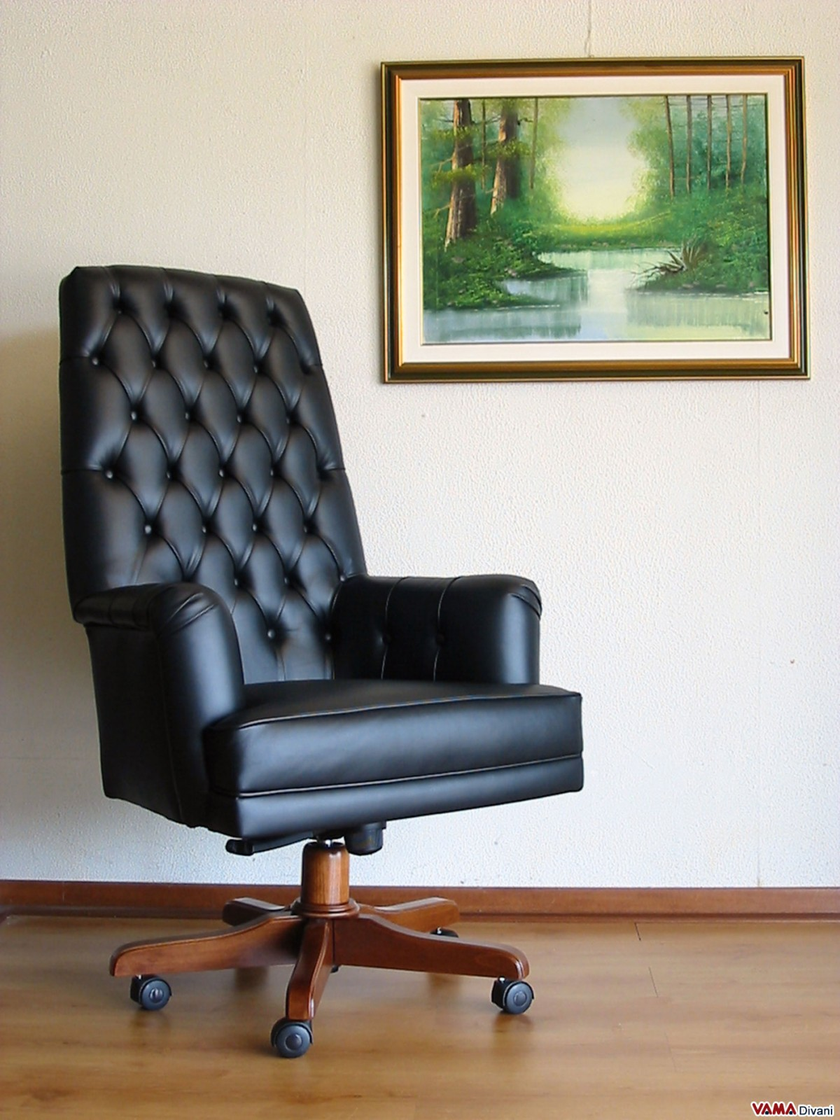 Presidential and directional office armchair in genuine leather