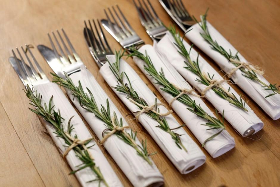 guardanapos de papel decorados com alecrim