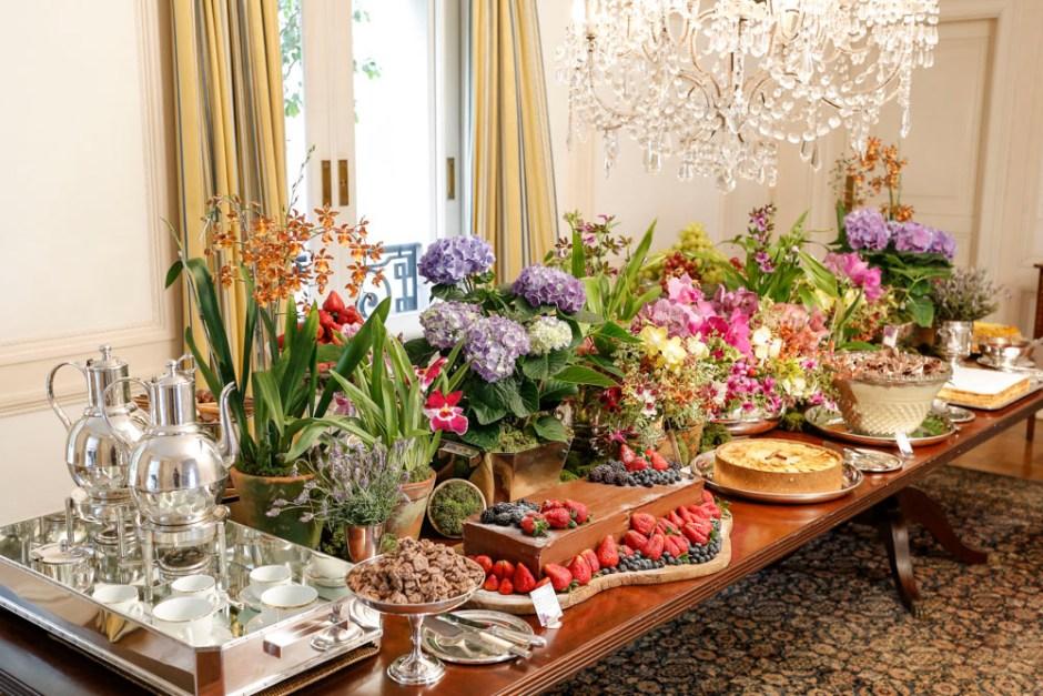 festa de aniversario com flores