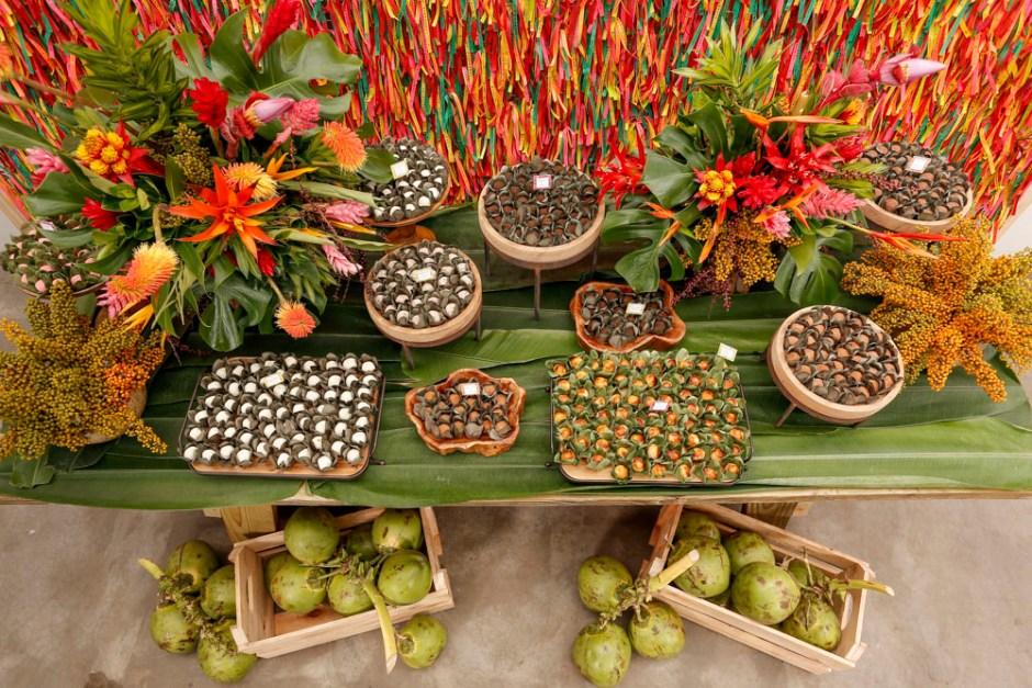 mesa decorada  festa baiana