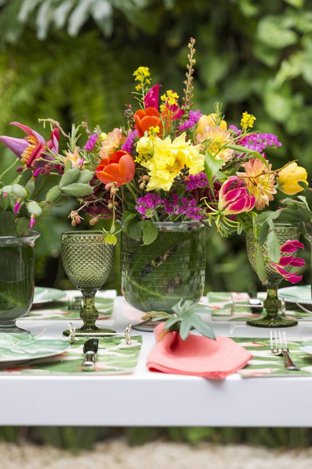 arranjo floral colorido para o centro da mesa