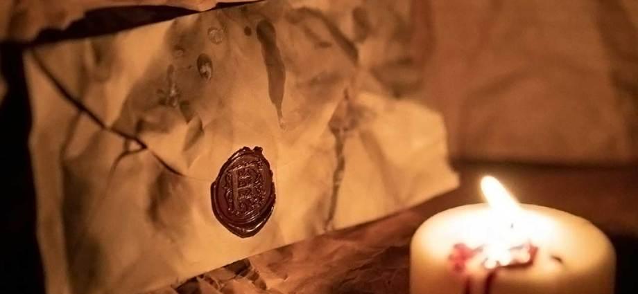 Lettera con candela. Immagine copertina Dracul di Dracre Stoker