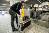 Gepäckaufgabe am Sperrgutschalter