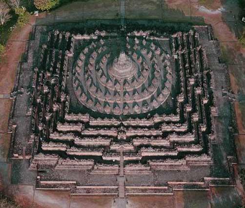 Borobudur Buddha Shrine, aerial View.jpg