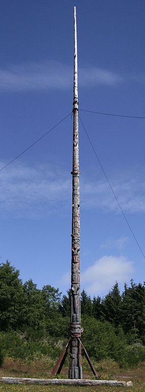 Alert Bay totem pole - fascinating finds on Vancouver Island