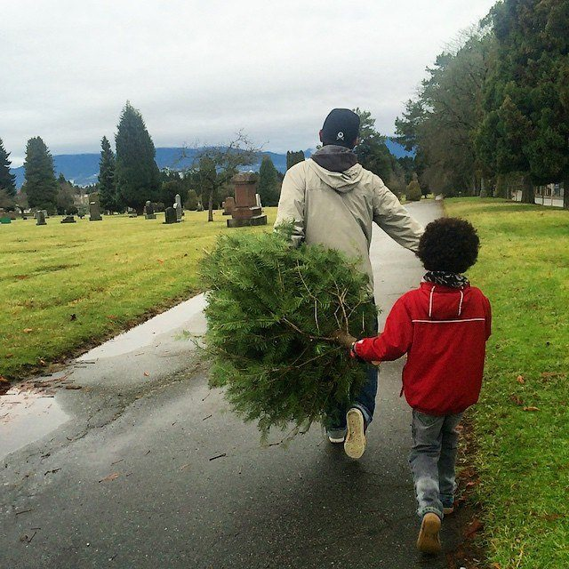 Carrying home the Christmas tree - where to get Christmas trees in Vancouver