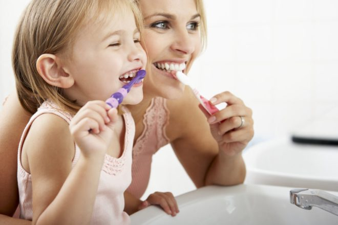 6 tips on how to keep the kids teeth healthy over the holidays