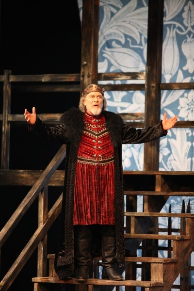 Benedict Campbell gives a masterful performance as King Lear. Photo by David Blue.