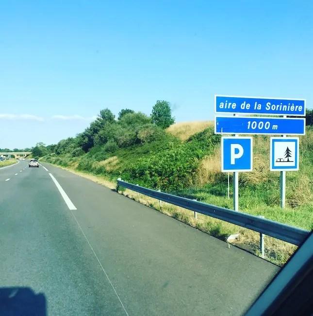 französische Autobahn Autoroute Aire Rastplatz Camping