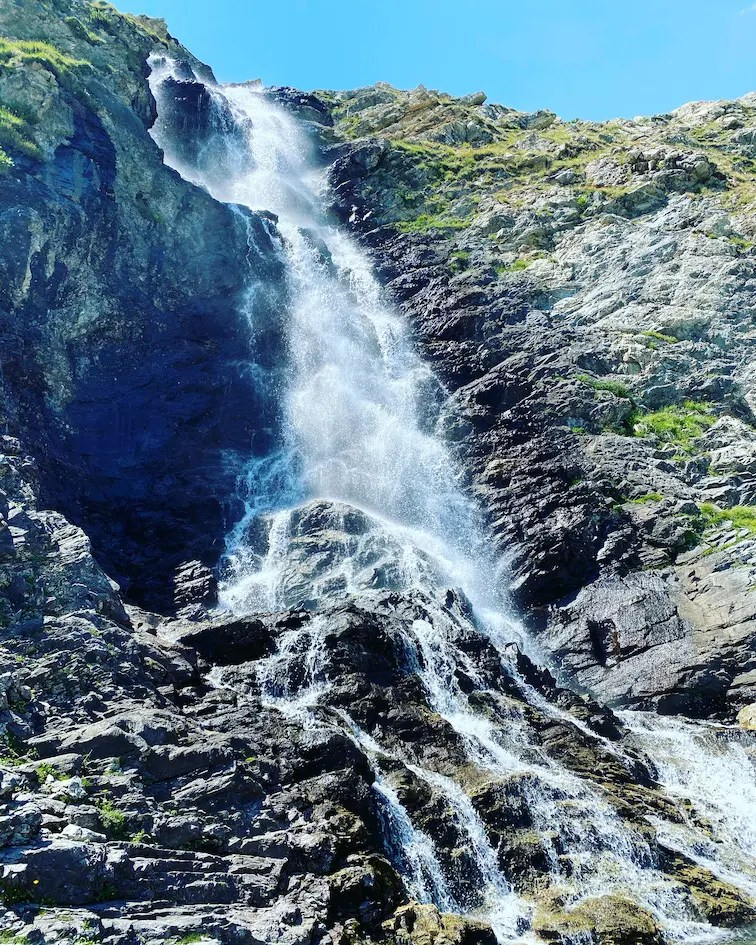 Valle Maira Cascate di Stropia Wasserfall Sentiero Dino Icardi Rundwanderweg Wandern mit hund