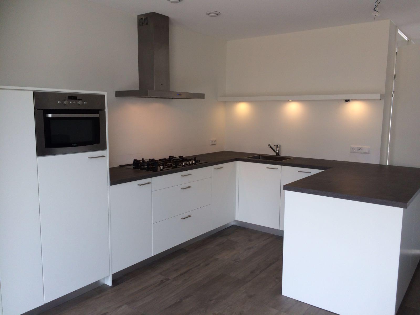 Strakke keuken wit  Van Doren Maatinterieurs