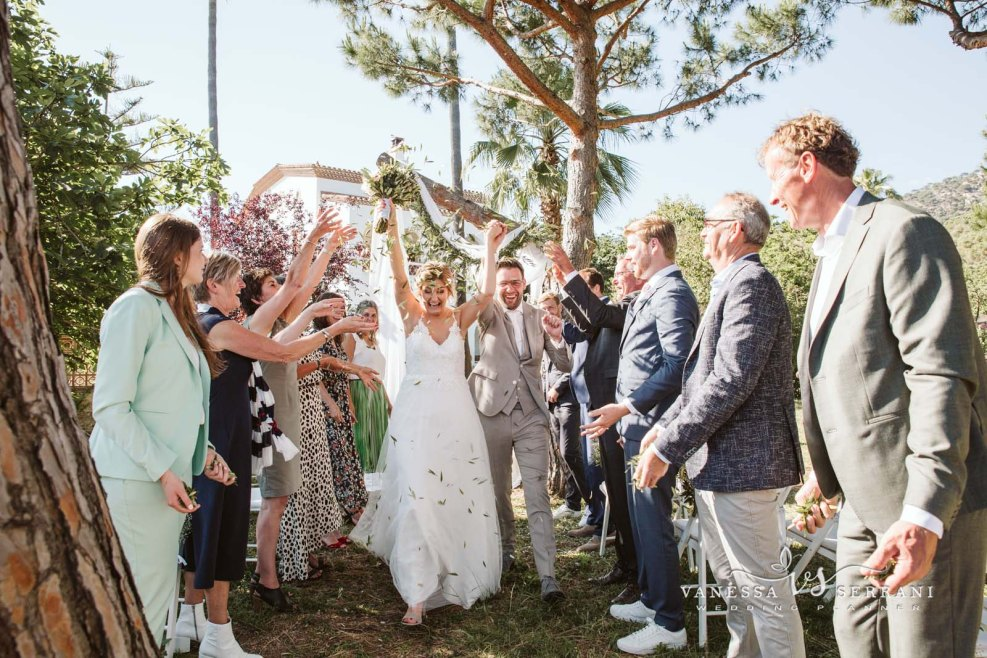 vanessa serrani destination wedding planner barcelona ceremony masia ceremonia aire libre
