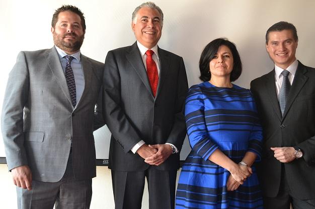 Víctor Pliego, Martín Meléndez, Claudia Gutiérrez y Jorge Lemus del equipo directivo de Dina.