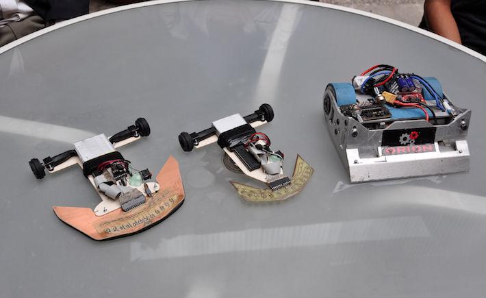 El equipo 2 de la UPIITA, conformado por Enrique Alejandro Polito González, Luis Antonio Ocegueda Pérez, María Estela Altúzar Gallardo y Eduardo Rafael Ramírez Camarillo, ganó el primer lugar en la Categoría de Sumo Autónomo con el robot Papaloid. (Foto: IPN).
