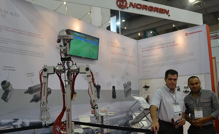 Con la programación de precisión, los brazos del robot pueden construir las principales piezas de carrosería en cuestión de segundos. (Foto VI).