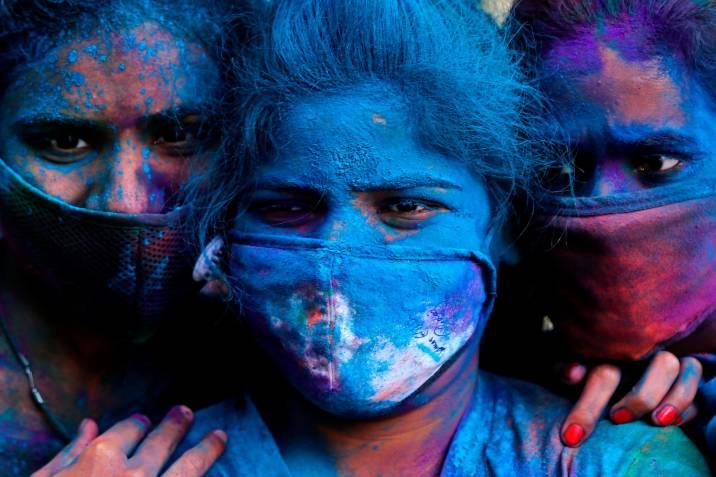 Fiesta de los colores en la India, 'desteñida' por la pandemia |  Vanguardia.com