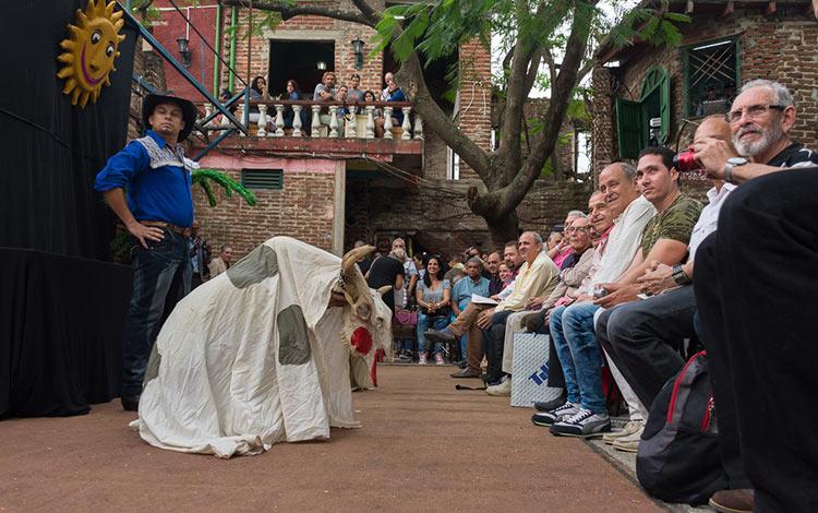 Títeres en entrega de Premio Nacional de Teatro a Armando Morales.