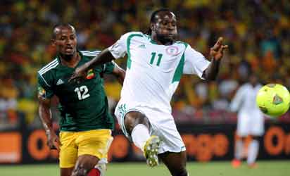 Nigeria's Midfielder Victor Moses vies with Ethiopia's defender Biyadiglign Eliase during the 2013 Africa Cup of Nations Group C match at Royal Bafokeng stadium in Rustenburg on January 29, 2013.  AFP PHOTO / ALEXANDER JOE