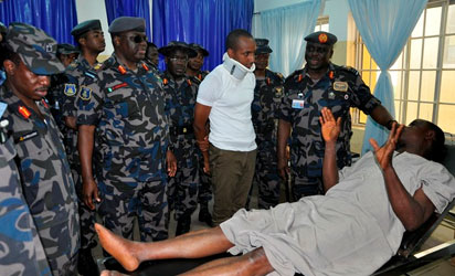 CAS, his entourage and one of the survivors (Flight Lieutenant NM Halilu) commiserating with Warrant Officer Augustine Nwanonen