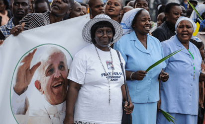 Kenyans wait to see the convoy transporting Pope Francis during his visit to Africa in Nairobi on November 25, 2015. Crowds lined Nairobi's streets to welcome the pontiff during his visit to Kenya, Uganda and the troubled Central African Republic (CAR) on a six-day trip. Vast crowds are expected to turn out to see his motorcade pass.