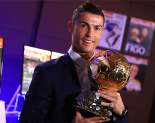 Handout photo released on December 12, 2016 by L'Equipe shows Portugese player Cristiano Ronaldo posing with the Ballon d'Or France Football trophy in Madrid. Cristiano Ronaldo was named winner of the Ballon d'Or on December 12, 2016 for the fourth time, organisers France Football said, capping a terrific year for the Real Madrid star. / AFP