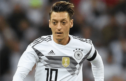 Scapegoat' Ozil should quit German team – father 1