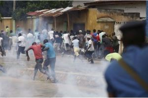 Shiites in violent clash with Police in Kaduna as Police arrest 9 members of the Islamic group
