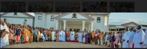 Oba of Benin, Oba Ewuare II, flanked by some of his chiefs and African-American tourists, during the visit of the tourists to the Palace, in Benin City, Edo State capital.
