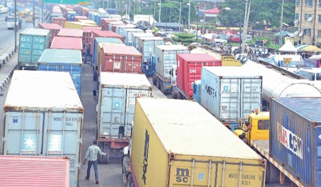 Apapa gridlock: Lagos to takeover traffic management from Presidential Taskforce