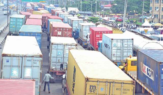 Apapa gridlock: Reps to probe alleged extortion of truck drivers by security operatives
