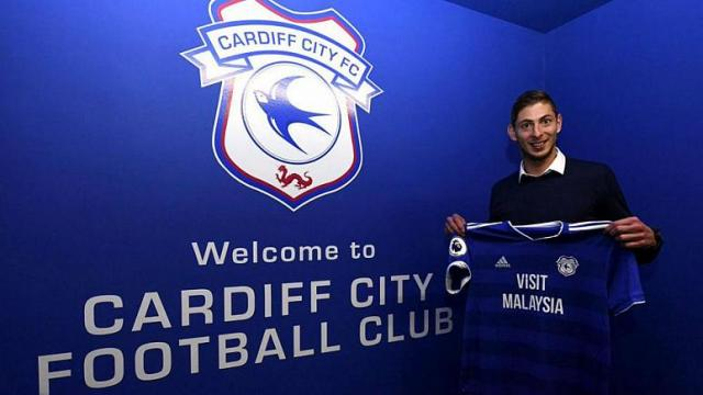 Emiliano Sala: FIFA warns Cardiff to pay transfer fee or face ban