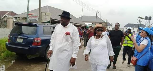 #Bayelsa Election Update: Governor Dickson, wife, arrive at polling unit