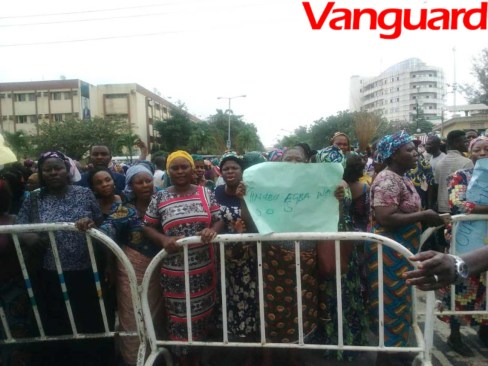 Fruits traders protest in Lagos over demolition of Ikosi/Isheri market