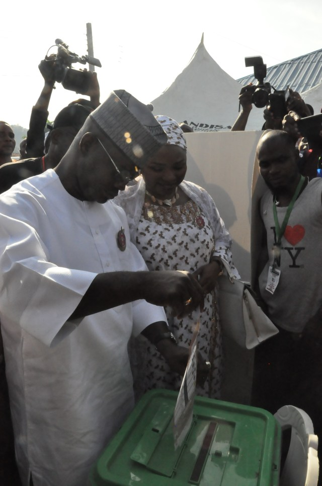 Photo: Yayaha Bello votes in Kogi election