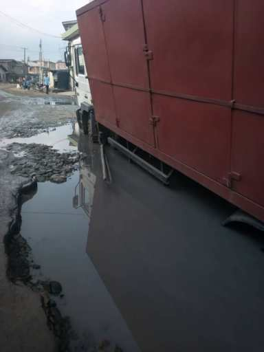 Fashola's 'Roads Claim': Nigerians upload pictures, invite minister on road tour