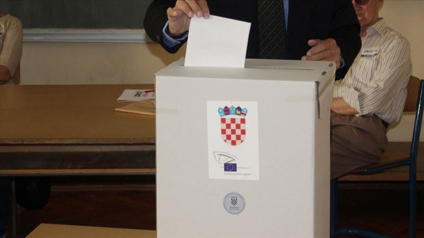 Croatia votes in a three-horse presidential race