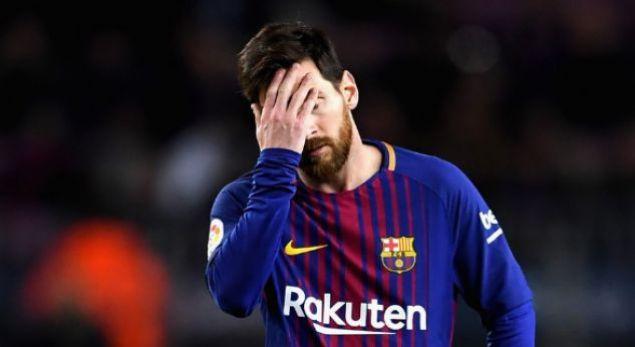 Van Bronckhorst 'can't imagine' Barcelona without Messi