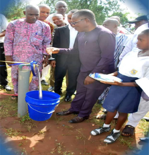 NGS, Nsukwa alumni commissions borehole, equip laboratory
