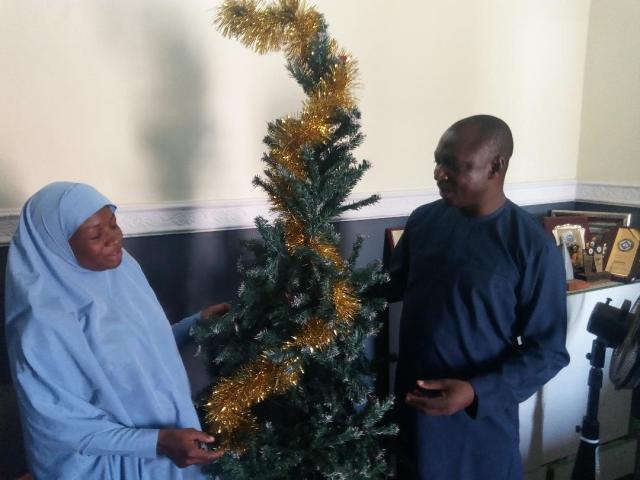 Yuletide: Muslim woman decorates CAN chairman's house in Kaduna with Christmas tree