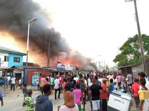 Bayelsa ( Breaking): Many stranded as APC supporters set bonfire on Kiama Bridge