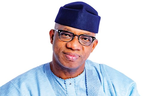 COVID-19 Lockdown: Abiodun gives food items to stranded students
