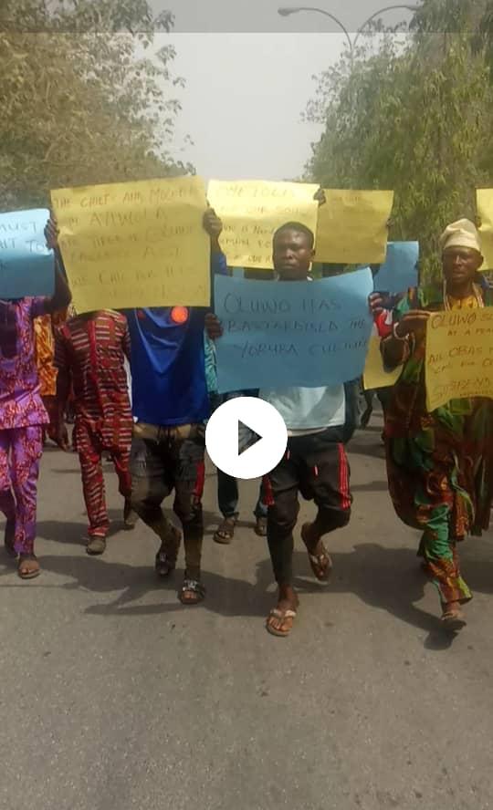 Ayedire, Ola-oluwa residents protest against Oluwo