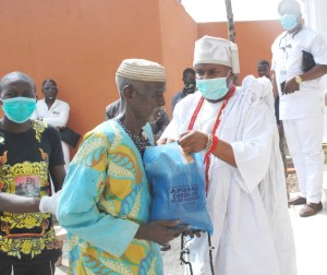 COVID-19: Alapomu Of Apomuland kick starts distribution of relief materials