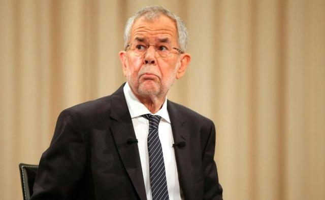 Austrian president apologises for breaching restaurant virus curfew